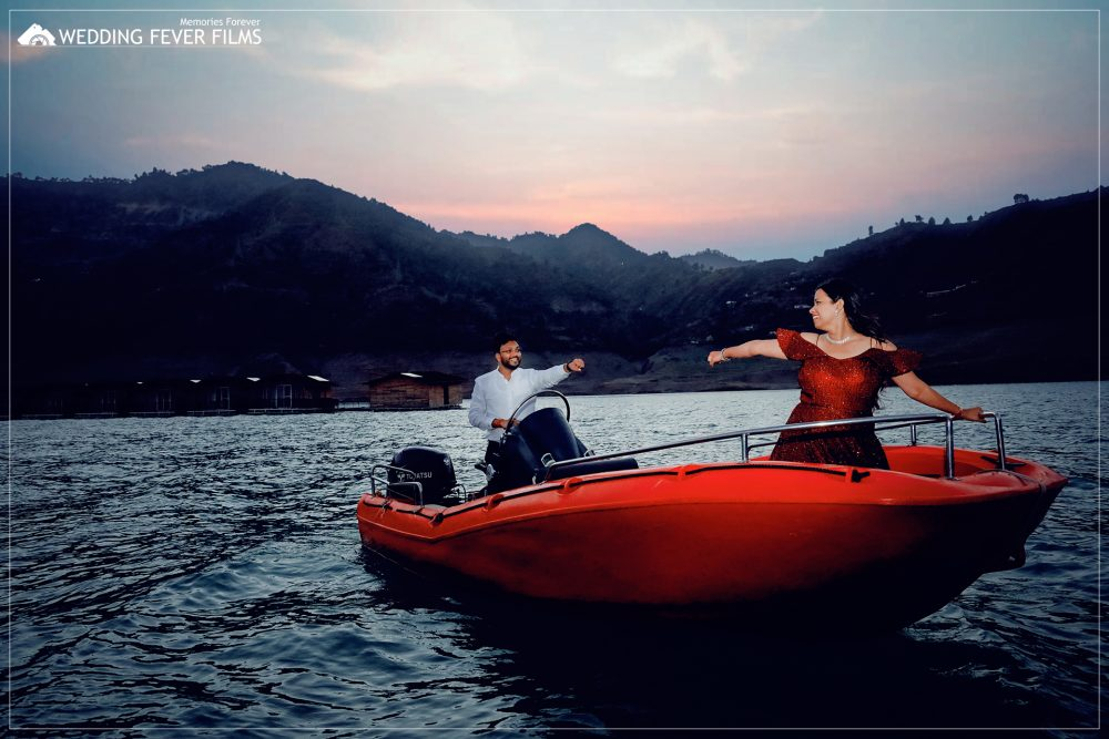 prewedding shoot on boat